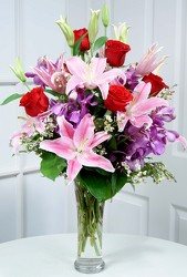 Dallas delivery of Valentine's Day flowers, Valentine's Day Roses and romantic Valentine's Day gifts